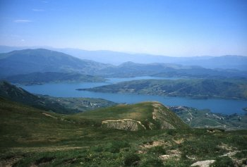 Panorama sul lago di Campotosto e sui Monti della Laga (15482 bytes)