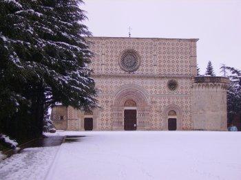 La chiesa di Collemaggio a L�Aquila (22064 bytes)