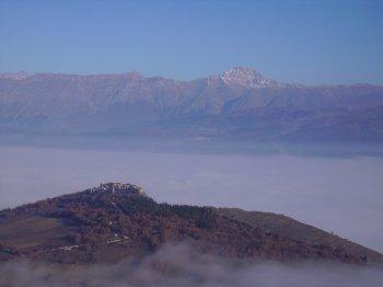 Veduta dalla zona di Rocca di Mezzo verso il Gran Sasso (12288 bytes)