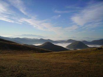 Nebbia attorno alla zona dei Tre Laghetti (16384 bytes)