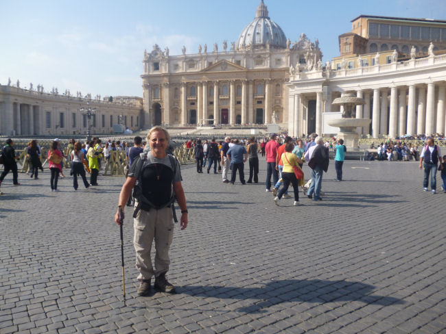 Rome - St. Peter's Square - End of Philippe's journey and pilgrimage - October 25th, 2013 (104457 bytes)